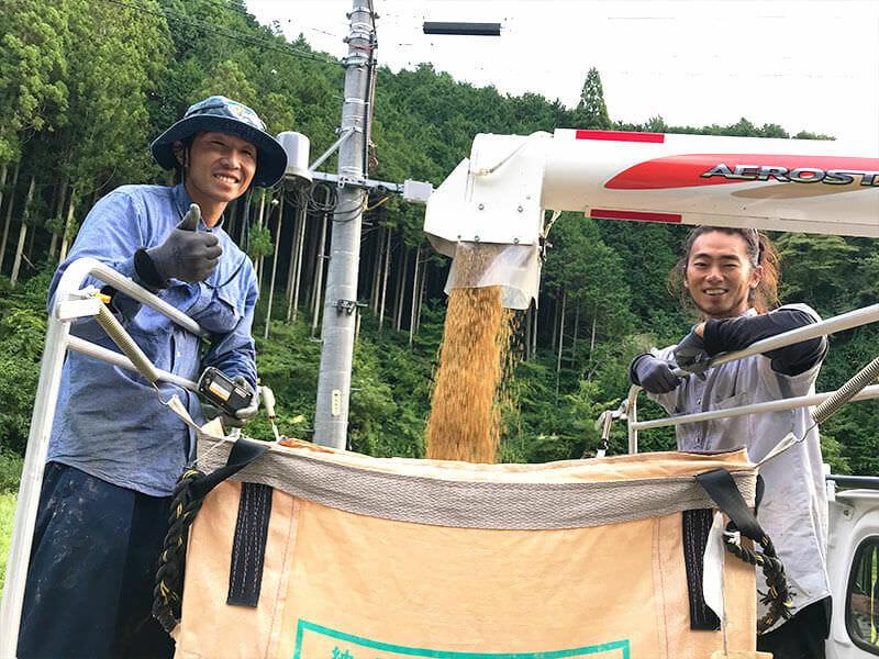 一昨年までIターンで旭にしばらく住んでいた、よっち(左)と、つっちゃん(右)。昨年は、移住先の神奈川からわざわざ手伝いに来てくれました